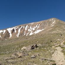 Weg über den Bergrücken
