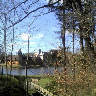 Am Wasserschloss Wolfersdorf