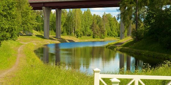 Kanavan ylittävä silta
