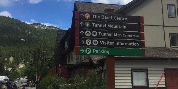 Sign to tunnel mountain