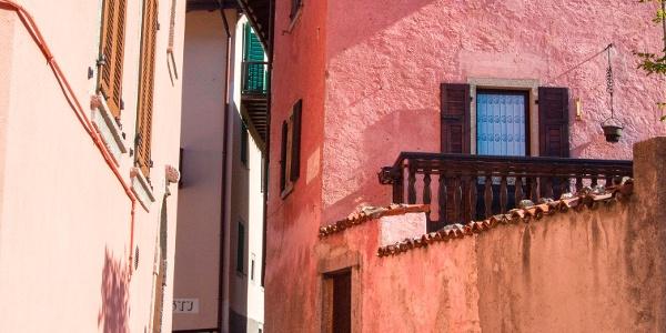 Walking up through via Sant'Antonio