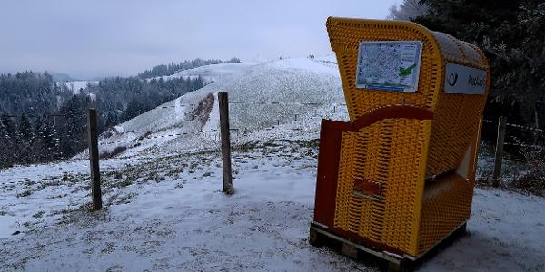 Gelber Strandkorb oberhalb Menzberg.