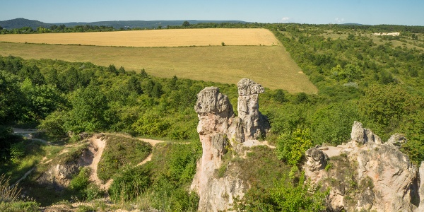 A Teve-szikla környezete