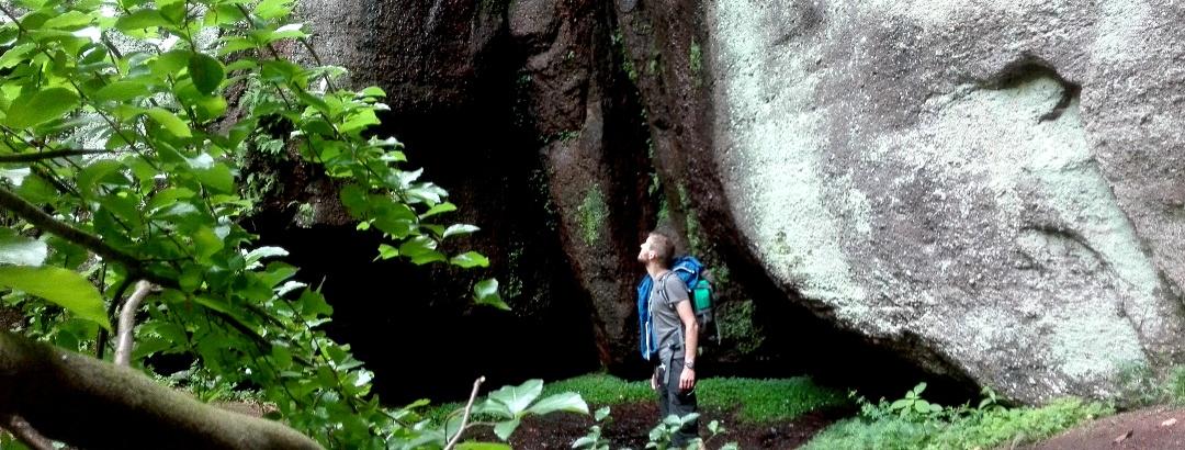 Beeindruckende Felsen an der Elfengrotte bei Eisenach