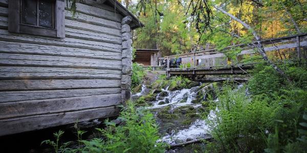 Porontimajoki open wilderness hut along Karhunkierros Trail