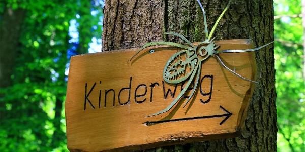 Gut markiert auf den Freiämter Kinderweg.