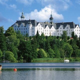 Schloss Plön thront hoch oben