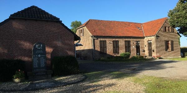 Ehemalige Volksschule Rossenray, heute Vereinshaus der St. Bernhardus Schützenbruderschaft Rossenray