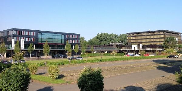 Heinz Nixdorf MuseumsForum (re.) und Zukunftsmeile