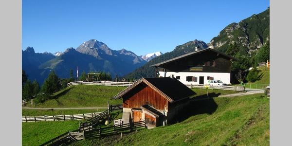 Pfarrachalm mit Berge