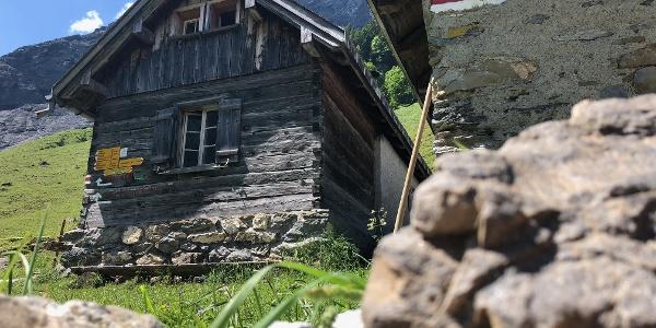 Eine im Sommer bewohnte Alphütte