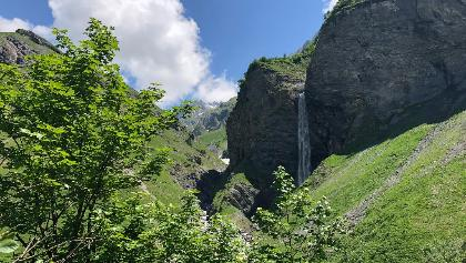 Imposante Wasserfallarena Batöni
