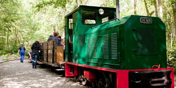 Die Fahrt mit der historischen Feldbahn ist ein Erlebnis