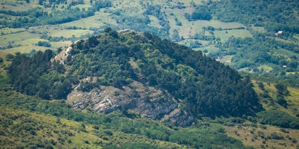 A Hegyes-kő a Getéről nézve