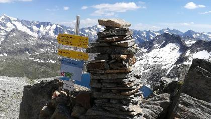 Zillertaler Alpen: Mit Blick nach Süden zum Hauptkamm - die Zillerplattenscharte, im Hintergrund der Eissee