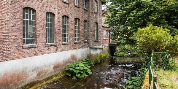 … erreichen wir die Papierfabrik Zerkall (gegründet 1888).