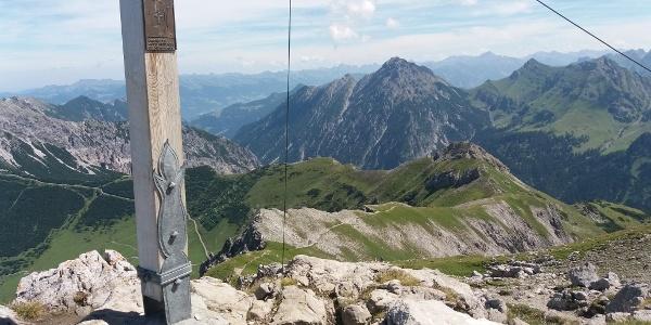 Augstenberggipfel: Blick zurück zur Bergstation.