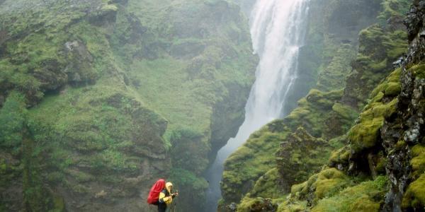 Die Skógar stürzt ein Dutzend solcher Wasserfälle hinunter