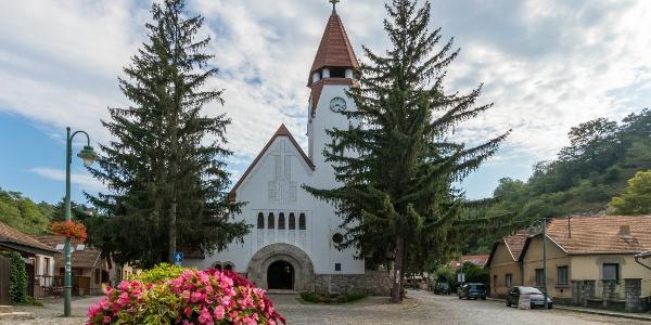 A Havas Boldogasszony plébániatemplomot Zebegényben Kós Károly tervezte