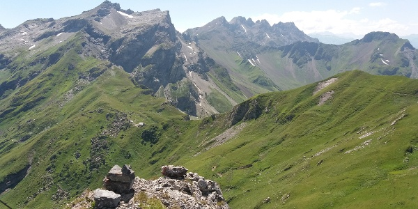 Blick vom Gorfion über den aufgelassenen Steig zur Pfälzerhütte.