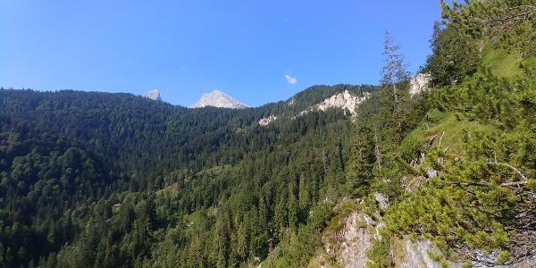 Aussicht vom Grünsteinklettersteig aus auf den Watzmann und den kleinen Watzmann in Richtung SW