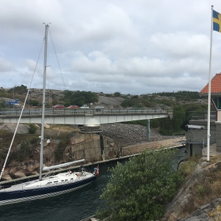 A yacht passing through the Sote-Kanal.