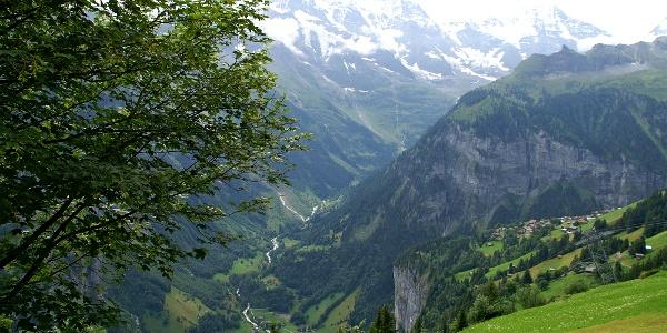 Blick von Mürren ins Lauterbrunnental.