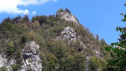 Erster Blick  zur Beisteinmauer vom Anfahrtsweg