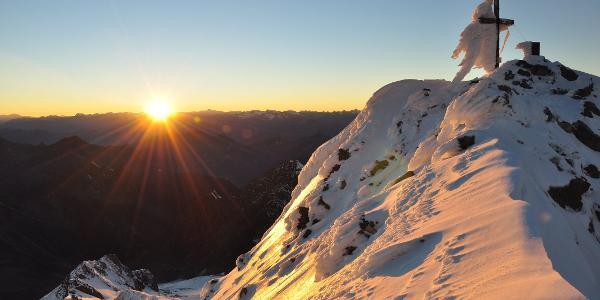 Gipfel des Hochfeilers beim Sonnenuntergang nach durchstiegener Nordwand