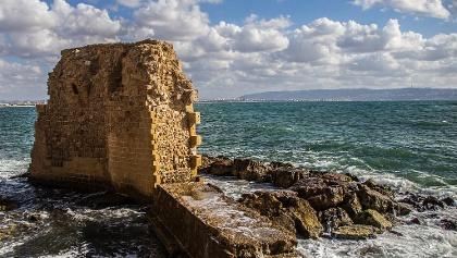 מבנה צלבני בים בעכו