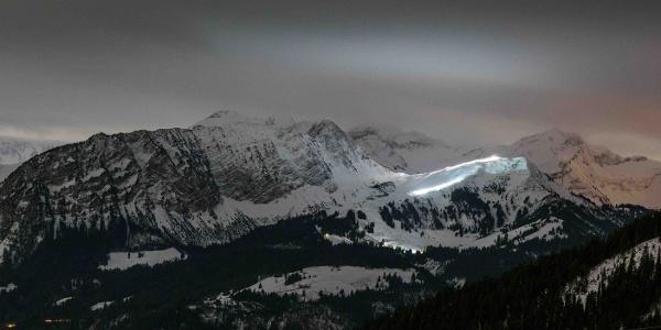 Wintersportgebiet Mörlialp bei Nacht