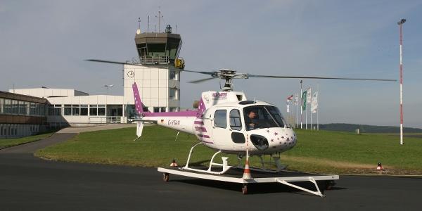 Startbereiter Hubschrauber am Siegerland-Flughafen