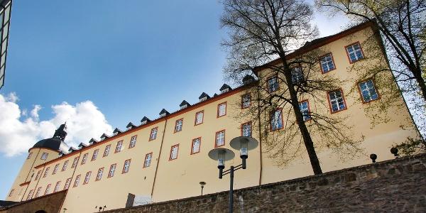 Der Untere Schloss über der alten Siegener Stadtmauer