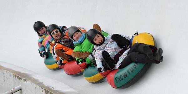 Ice-Tubing auf der Rennschlitten- und Bobbahn