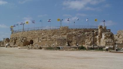 מבט על התיאטרון הרומי בגן הלאומי קיסריה