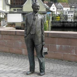 Hermann Hesse auf der Nikolausbrücke
