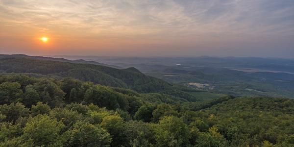Sonnenuntergang über West-Mátra aus dem Galya-Aussichtsturm