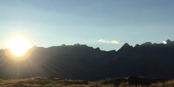 Sonnenaufgang über der Adulakette