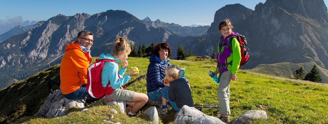 Wandern mit der Familie in den Alpen