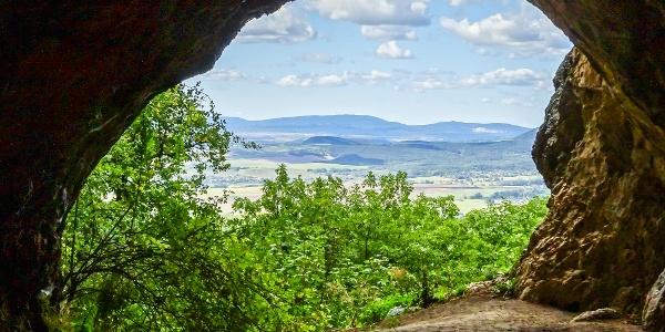 Panoráma a Legény-barlang bejáratából