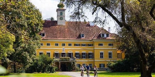 Empfehlenswert: Ein kurzer Abstecher ins Schloss Poppendorf