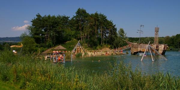 Naturerlebnispark Schlosssee Salem mit Robinson-Insel und Piratenschiff