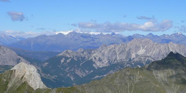 Panorama dalla vetta verso le vallate austriache e i ghiacciai del Gross Glockner