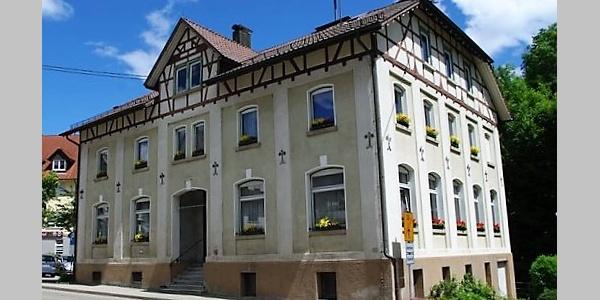 Rathaus und Glasmuseum in Spiegelberg