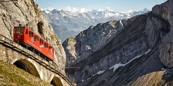 Steilste Zahnradbahn der Welt von Alpnachstad nach Pilatus Kulm