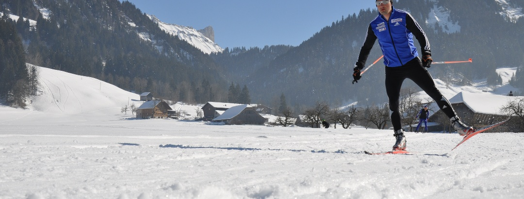 Langlaufen in Marbach, im Hintergrund die Schrattenfluh