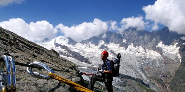 Eisiges Panorama auf dem Klettersteig Mittaghorn.