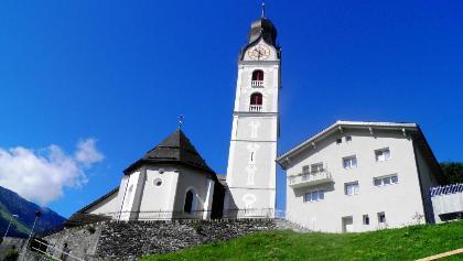 Sumvitg mit seiner von weither sichtbaren Kirche
