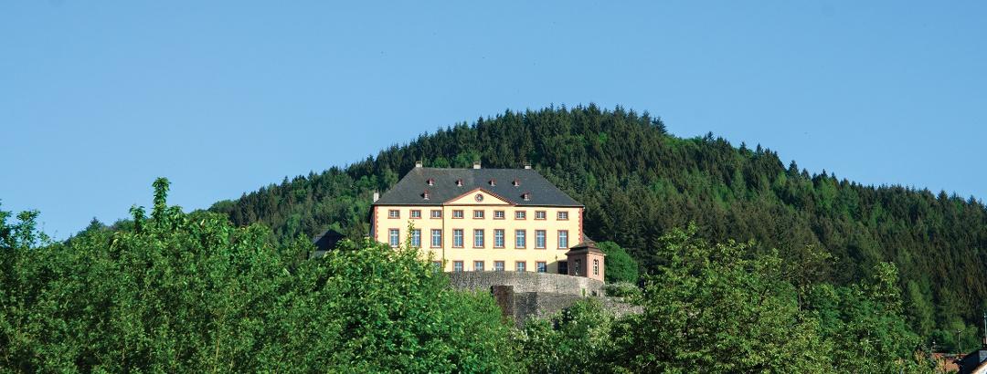 Schloss Malberg - Blick bei der Gemeindehalle Malberg