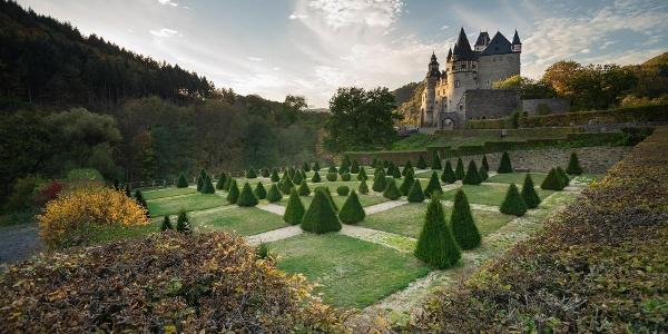 Schloss Bürresheim mit barocker Gartenanlage